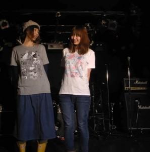 ナンデードーシテー / Official T-shirt
